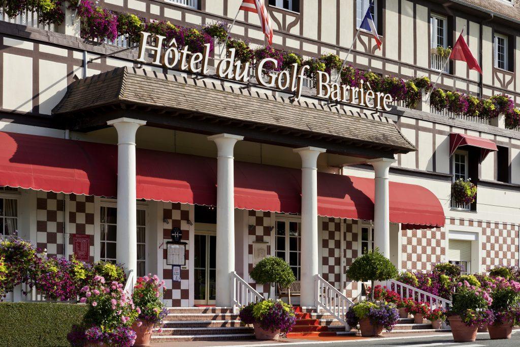 entrée hôtel golf barrière